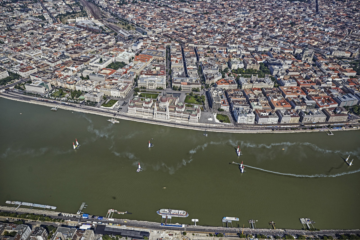RED BULL AIR RACE: Arch grabs second straight win with thrilling victory in Budapest