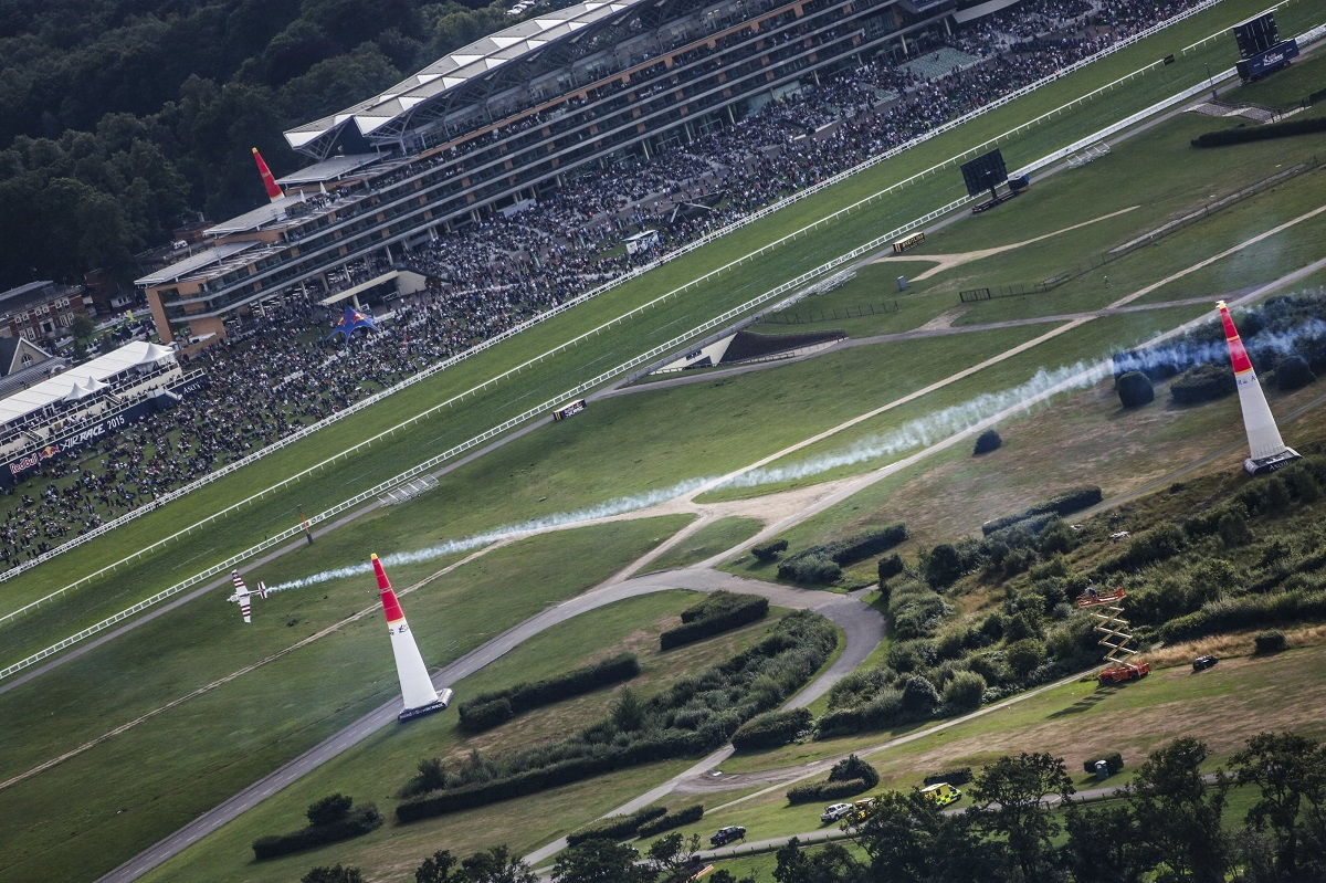RED BULL AIR RACE: Bonhomme wins thrilling Qualifying duel against  Aussie pilot Hall at Ascot Racecourse