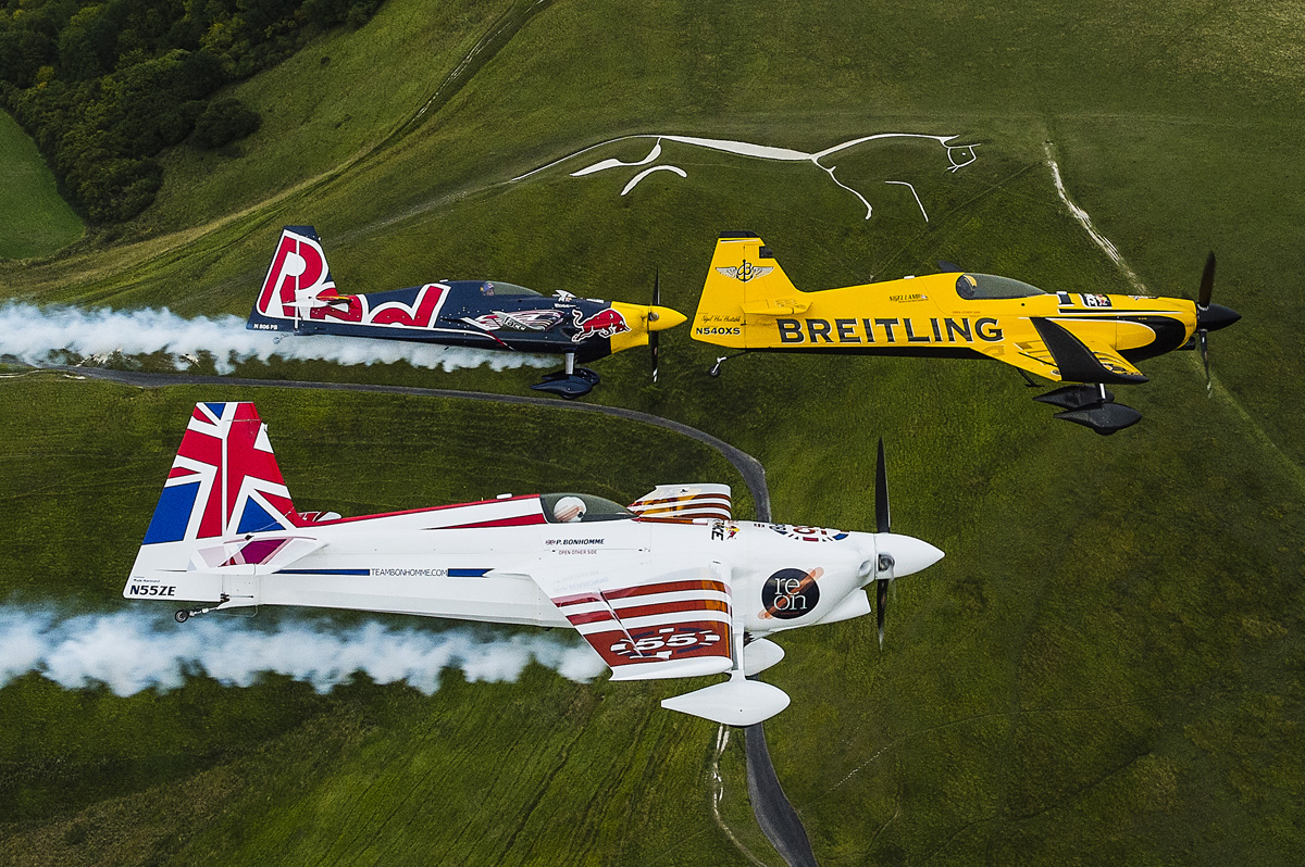 RED BULL AIR RACE: British pilots Lamb and Bonhomme warm-up for Red Bull Air Race with UK Recon Flight